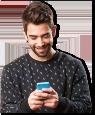 Homem usando um celular
