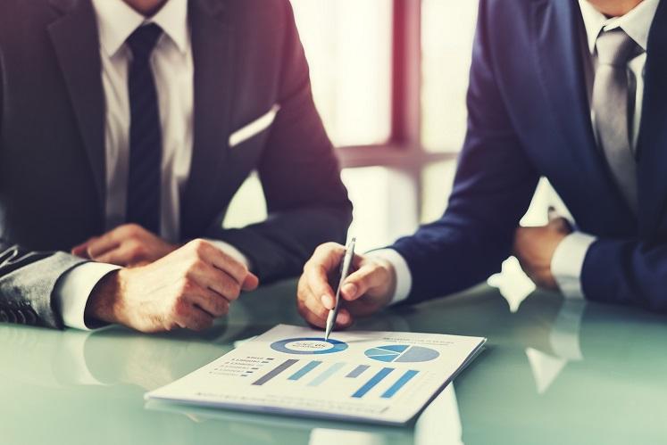 Analise a ideia de contratar um consultor financeiro